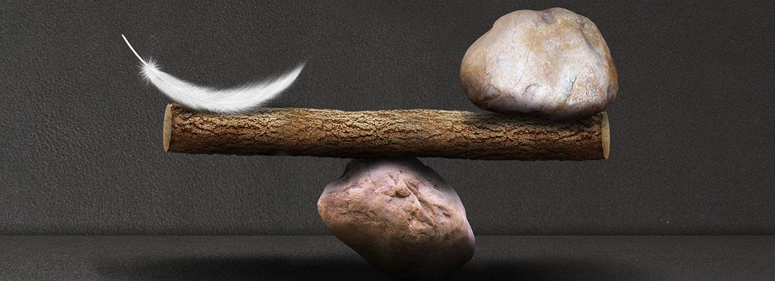 羽毛与石头的衡量